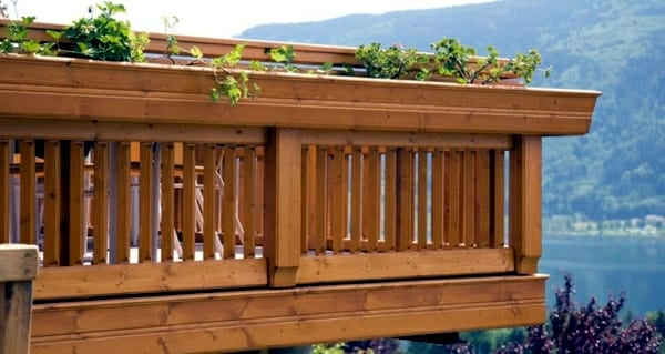 Wood balcony railing